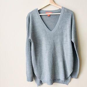 Light Knit V-Kneck Sweater
